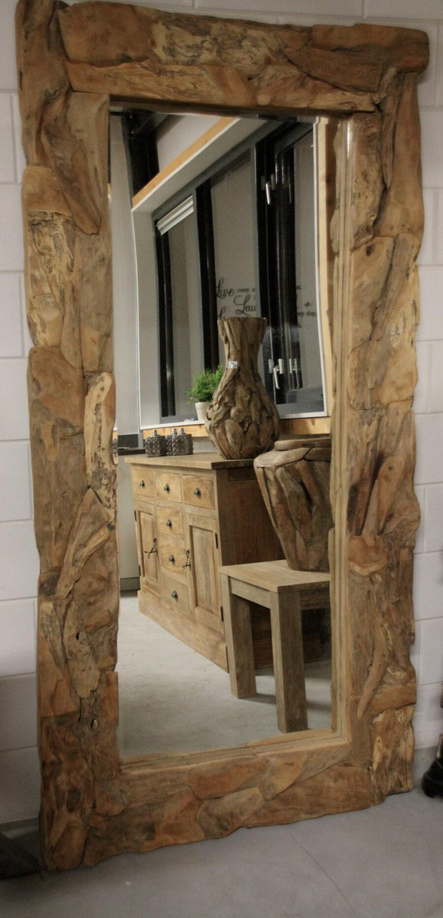 Spiegel drijfhout