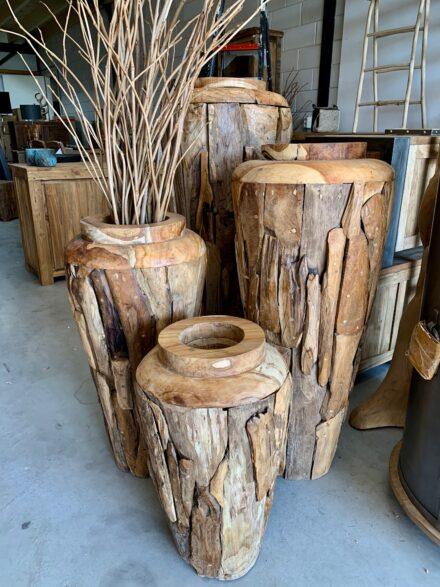 Grote potten drijfhout