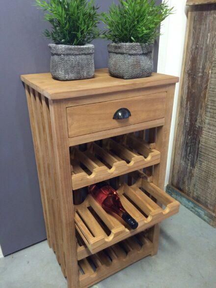 Kastje uitschuifbare wijnrekken