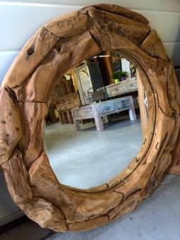 Spiegel drijfhout rond