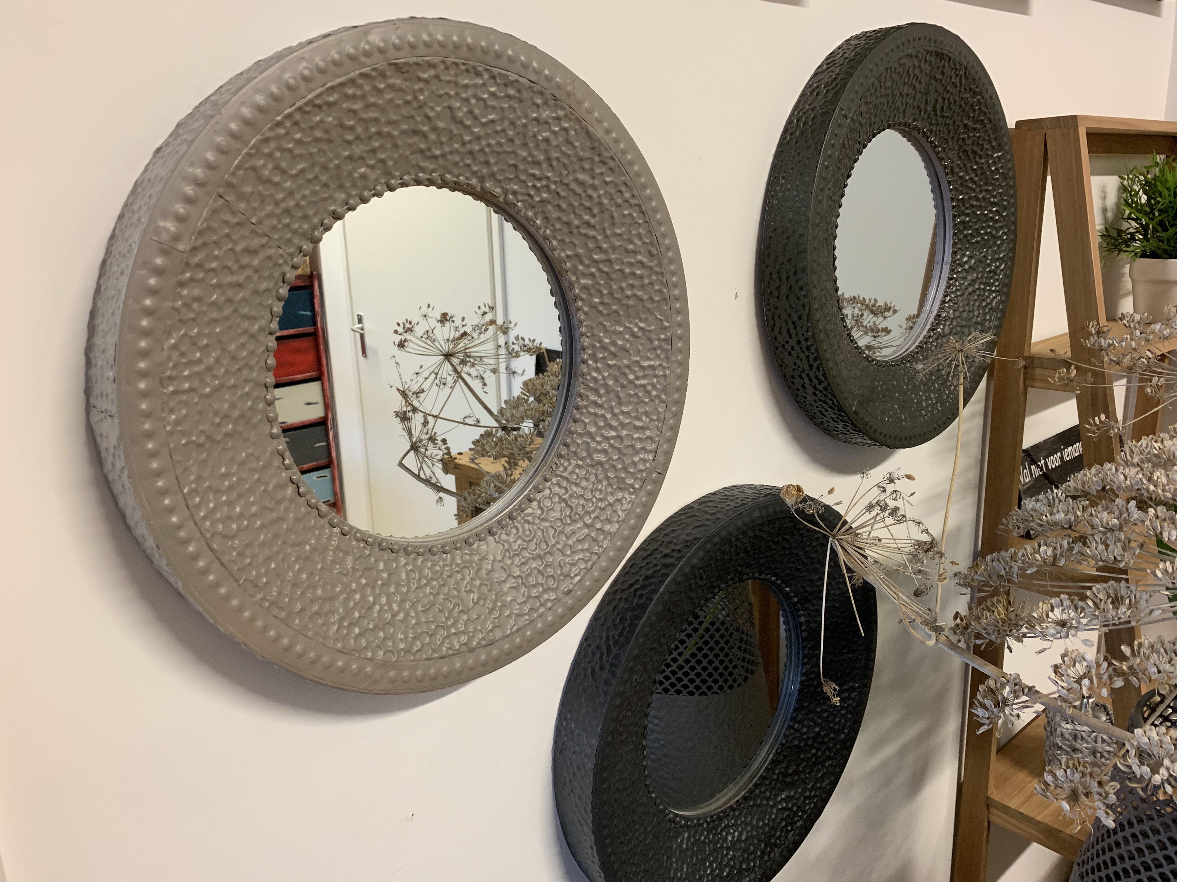 Stalen spiegels rond
