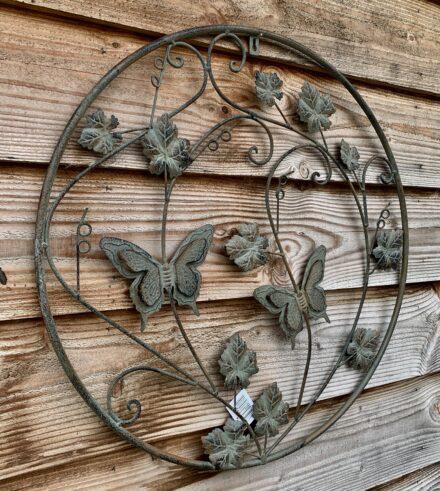 Vlinders rond ijzer