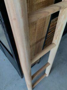 Ladder rond suar