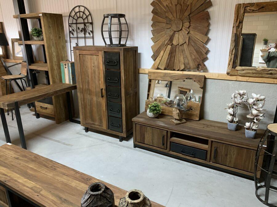Meubels mixed wood